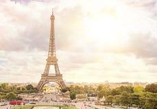 Solnedgång och Eiffeltorn Arkivfoton