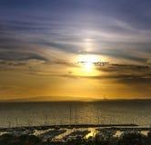 Solnedgång och fartyg Arkivfoto