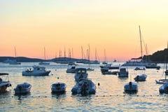 Solnedgång och fartyg Royaltyfri Bild