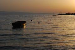Solnedgång och fartyg Arkivfoton