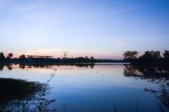 Solnedgång och flod Arkivbilder