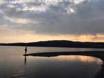 Solnedgång och folk Royaltyfri Foto