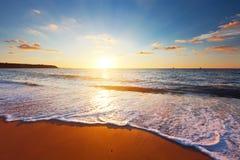 Solnedgång och hav Arkivfoton
