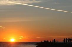 Solnedgång och konturer arkivfoton