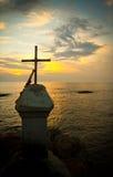 Solnedgång och kors, Vagator, Goa, Indien Royaltyfri Fotografi