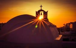 Solnedgång och kyrka Fotografering för Bildbyråer