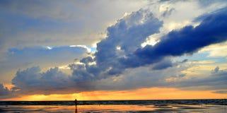 Solnedgång och moln Royaltyfri Fotografi