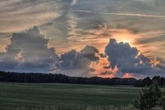 Solnedgång och moln från den centrala Tjeckien Royaltyfri Foto