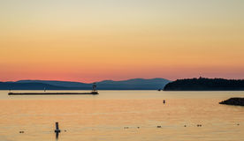 Solnedgång och montains Royaltyfri Bild