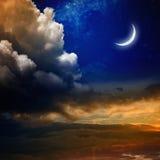 Solnedgång och ny måne Arkivbilder