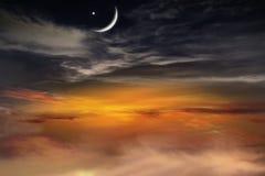 Solnedgång och ny måne Arkivfoton