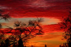 Solnedgång och röd himmel Royaltyfri Fotografi