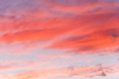 Solnedgång och röda moln Arkivbilder