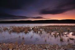 Solnedgång och sista ljus över Penrith sjöar Arkivfoton