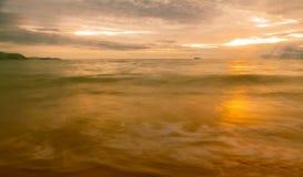 Solnedgång och strand Royaltyfri Bild
