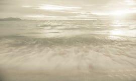 Solnedgång och strand Arkivfoton