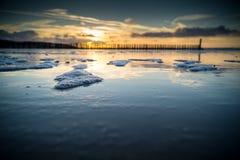 Solnedgång och vatten Arkivfoton