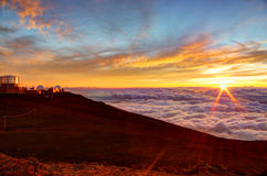 Solnedgång- och vetenskapsstad på den Haleakala toppmötet, Maui, Hawaii Arkivfoton