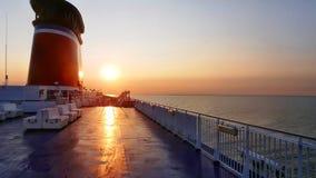 Solnedgång ombord färjan Arkivfoton