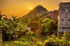 Solnedgång ovanför Bandipur i Nepal royaltyfria foton