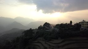 Solnedgång ovanför dalen i de Himalaya bergen, Nepal Cinelike profil lager videofilmer