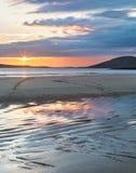 Solnedgång på ön av Harris Arkivfoton