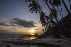 Solnedgång på ön av Nam Du nära Vietnam arkivbild