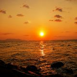 Solnedgång på Alue Naga royaltyfri bild