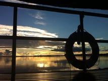 Solnedgång på Amazon River royaltyfri foto