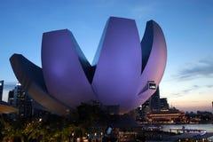 Solnedgång på Art Science Museum i Singapore Royaltyfria Foton