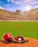 Solnedgång på baseballstadion med utrustning- och kopieringsutrymme Royaltyfri Fotografi
