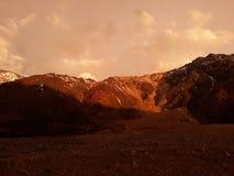 Solnedgång på berg Royaltyfria Bilder