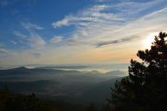 Solnedgång på berg Fotografering för Bildbyråer