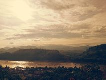 Solnedgång på berg Royaltyfri Fotografi