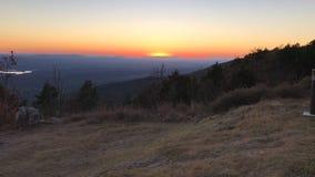 Solnedgång på berg Royaltyfri Bild