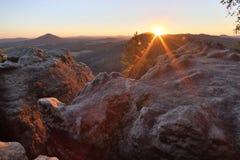 Solnedgång på bergen Fotografering för Bildbyråer