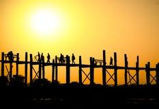 Solnedgång på bron för U Bein Arkivfoto