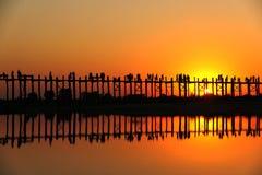 Solnedgång på bron för U Bein, Myanmar Royaltyfria Foton