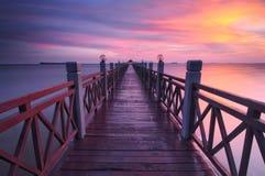 Solnedgång på bryggatanjungpiaien johor Malaysia royaltyfri foto