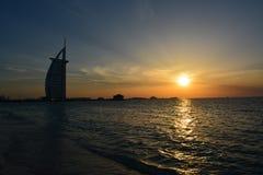 Solnedgång på Burj Al Arab Royaltyfri Fotografi