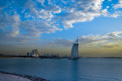 Solnedgång på Burj Al Arab Arkivbild