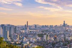 Solnedgång på byggnad 63 av den Seoul staden, Sydkorea Arkivbild