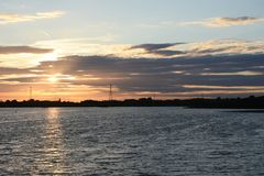Solnedgång på Chasewater, Staffordshire Royaltyfria Bilder