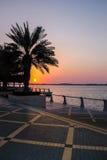 Solnedgång på Corniche - Abu Dhabi, Förenade Arabemiraten Royaltyfri Foto