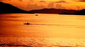 Solnedgång på Coron port Arkivbild