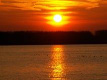 Solnedgång på Danube Arkivbild