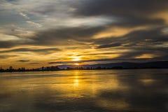 Solnedgång på Danube Royaltyfri Fotografi
