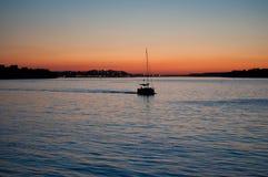 Solnedgång på Danube River royaltyfri bild