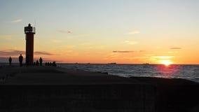 Solnedgång på den Östersjön kusten Arkivbilder