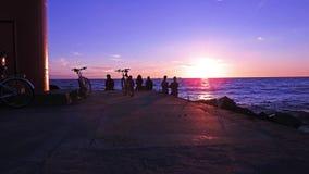 Solnedgång på den Östersjön kusten Royaltyfria Bilder